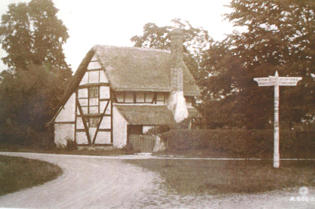 Cross Hands, junction of Roberts End & Upton-Worcester road, c. 1900