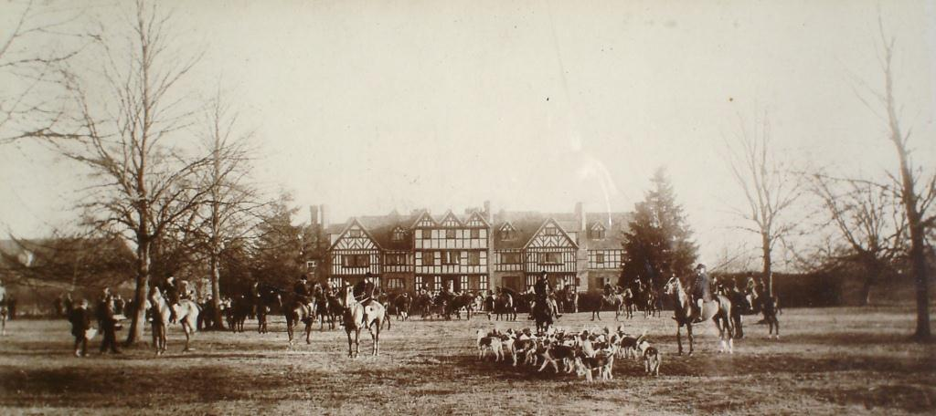 Severn End meeting of the Croome hunt, 1898