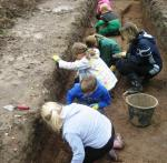 Children from Hanley Swan Primary School working in Trench 1